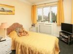bedroom-yellow